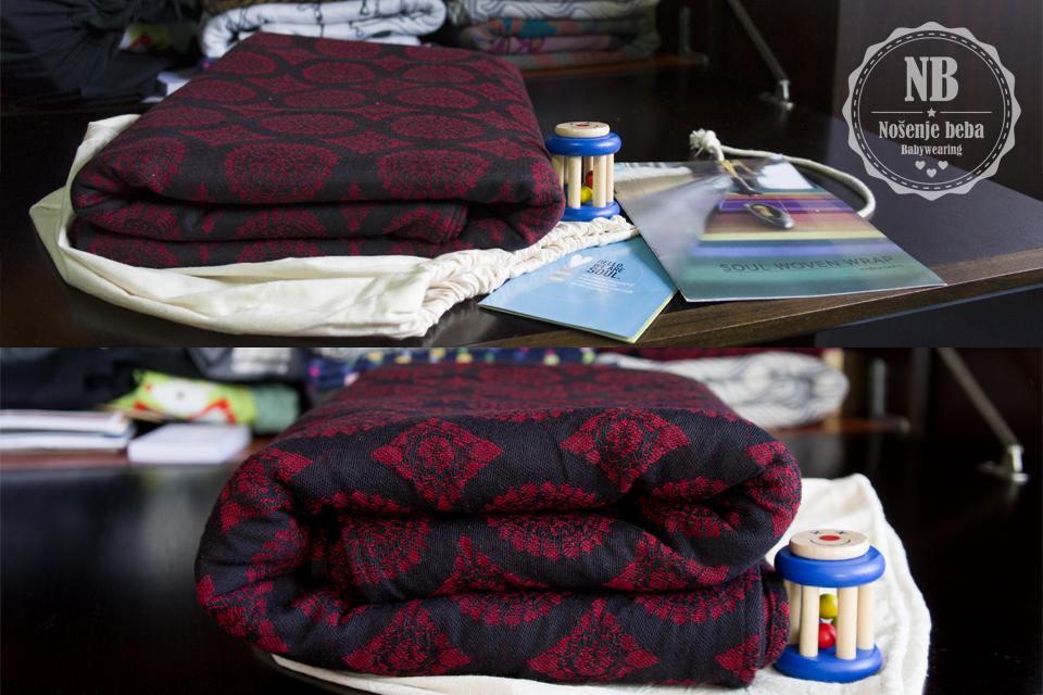 "Soul Slings Imperial fotografije ""cvjetanja"" marame (eng. kalk. ""bloom shot""). Gore: prije pranja i peglanja. Dolje: nakon pranja i peglanja. Vidljivo je koliko je marama dobila na volumenu opuštanjem i izduljivanjem vlakana."