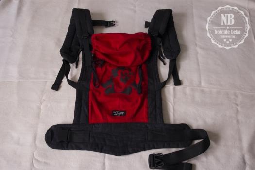 Za recenziju sam dobila na posudbu meku oblikovanu nosiljku standardne veličine.