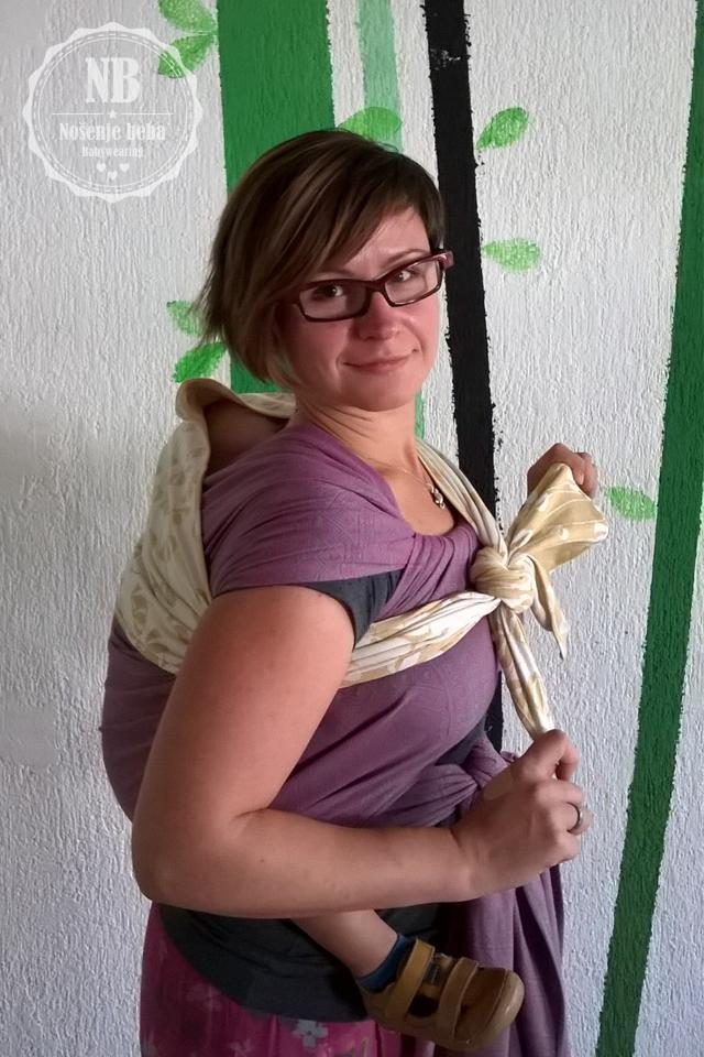 Za vašu veliku bebu za svaki slučaj u torbu ubacite i šal kako biste mogli improvizirati potrebnu potporu usnuloj glavici.