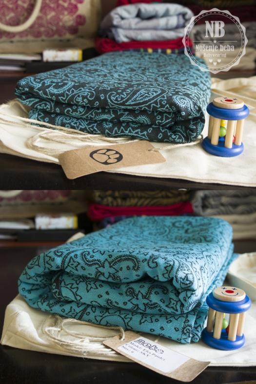 Tkana marama Efes Paisley u cvjetanju (eng. blooming; bloom shot). Fotografije prikazuju dobivanje na volumenu opuštanjem i rastezanjem vlakana te sjedanjem tkanja nakon prvog pranja i peglanja.