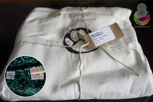 Neko tkane marame dolaze u platnenoj vrećici sa printanim logotipom na kojem je prepoznatljivi otisak šape, pretpostavljam mačje.